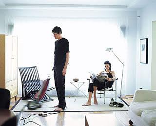 L'homme n'aide pas à la maison, il fait sa part dans le ménage